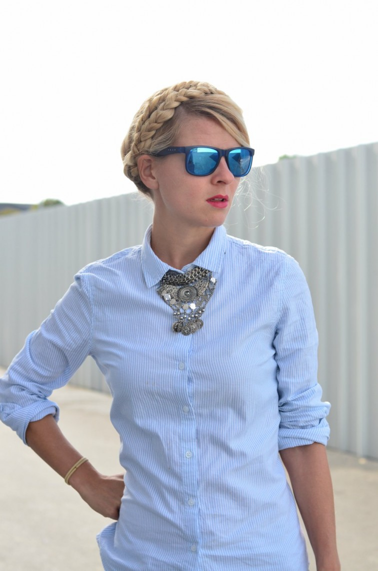 blogueuse-mode-look-avec-derbies-minimaliste-coiffure2