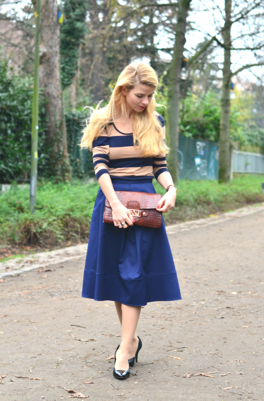 once-in-paris-stripes-long-sleave-midi-skirt-blue6